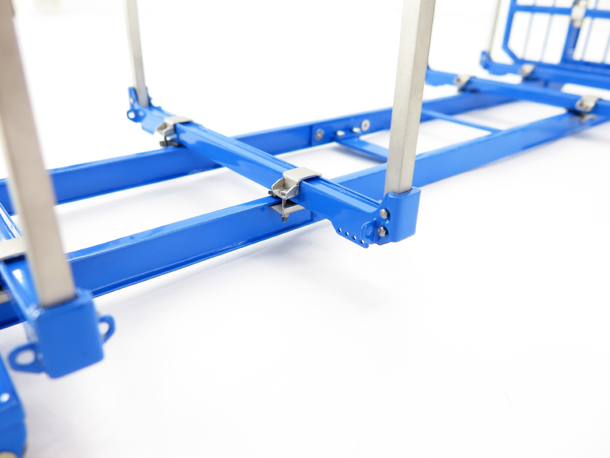 Hookloaderframe with stanchions